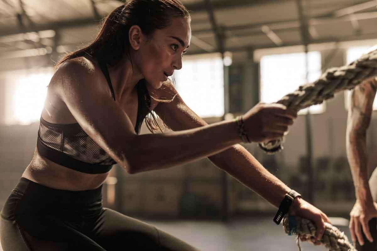 Czy plan treningowy na siłę powinien uwzględniać właściwości anatomiczne i fizjologiczne poszczególnych grup mięśniowych?